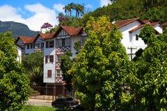 Ruas e casas de Petrópolis, Brasil imagens de stock
