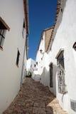 Ruas e casas estreitas, cobbled do povoado indígeno espanhol foto de stock royalty free