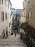 Ruas e escadas íngremes, Lisboa Portugal Imagem de Stock