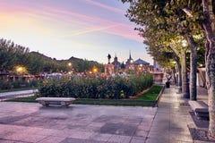 Ruas e feira medieval & x28; closed& x29; em Alcala de Henares, alvorecer durante a semana de Cervantes & x28; 10/06/2016& x29; imagem de stock royalty free