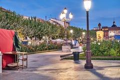 Ruas e feira medieval & x28; closed& x29; em Alcala de Henares, alvorecer durante a semana de Cervantes & x28; 10/06/2016& x29; imagens de stock royalty free