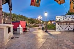 Ruas e feira medieval & x28; closed& x29; em Alcala de Henares, alvorecer durante a semana de Cervantes & x28; 10/06/2016& x29; imagens de stock