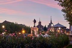 Ruas e feira medieval & x28; closed& x29; em Alcala de Henares, alvorecer durante a semana de Cervantes & x28; 10/06/2016& x29; foto de stock royalty free