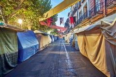 Ruas e feira medieval & x28; closed& x29; em Alcala de Henares, alvorecer durante a semana de Cervantes & x28; 10/06/2016& x29; fotografia de stock