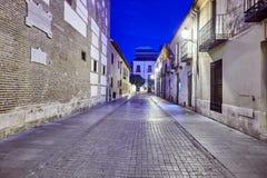 Ruas e feira medieval & x28; closed& x29; em Alcala de Henares, alvorecer durante a semana de Cervantes & x28; 10/06/2016& x29; fotografia de stock royalty free