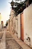Ruas estreitas e casas pequenas da ilha de Tabarca em Alicante imagem de stock