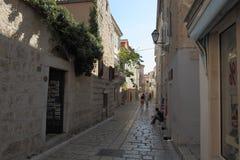 Ruas estreitas na cidade de Rab Fotos de Stock