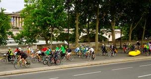 Ruas recreacionais de Paris dos ciclistas fotos de stock royalty free
