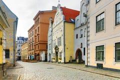 Ruas velhas de Riga em Letónia fotografia de stock
