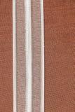 Ruban blanc sur le coton naturel Photographie stock libre de droits