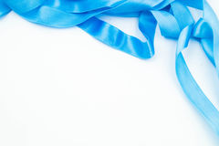 Ruban bleu sur le fond blanc photos stock