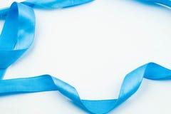 Ruban bleu sur le fond blanc Images libres de droits