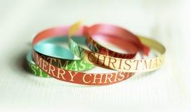 Ruban coloré de Noël avec la salutation de Joyeux Noël photographie stock libre de droits