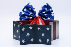 Ruban de drapeau des Etats-Unis dans les étoiles et la boîte rayée Images stock