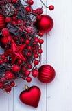 Ruban de Noël sur un fond en bois Photographie stock libre de droits