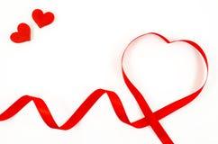 Ruban en forme de coeur sur le fond blanc Photographie stock