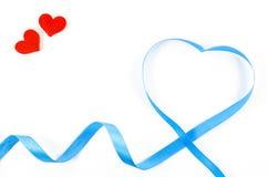 Ruban en forme de coeur sur le fond blanc Photos stock