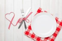 Ruban en forme de coeur vide de jour de plat, d'argenterie et de valentines Photos stock