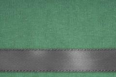 Ruban gris sur le fond vert de tissu avec l'espace de copie Images stock