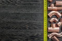 Ruban métrique de cuivre de conduites d'eau image stock