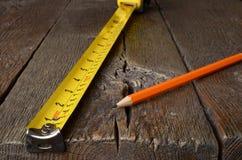 Ruban métrique et crayons Photographie stock libre de droits