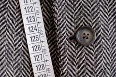 Ruban métrique et tissu de tailleur Images stock