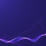 Ruban onduleux bleu sur un fond foncé Images libres de droits