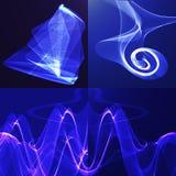 Ruban onduleux brillant bleu sur un fond foncé Photographie stock