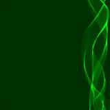 Ruban onduleux vert sur un fond foncé Image stock