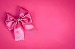 Ruban rose sur le fond rose Image stock