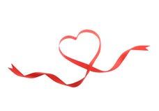 Ruban rouge de coeur d'isolement Image stock