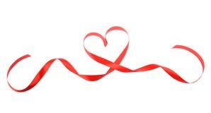 Ruban rouge de coeur d'isolement Photographie stock libre de droits
