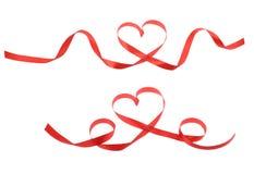 Ruban rouge de coeur d'isolement sur le blanc Photos stock