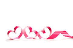 Ruban rouge de coeur d'isolement sur le fond blanc Image libre de droits