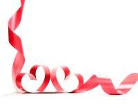 Ruban rouge de coeur d'isolement sur le fond blanc Photo stock