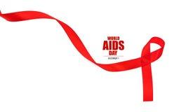 Ruban rouge de coeur de conscience de SIDA d'isolement sur le fond blanc Photo libre de droits