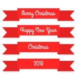 Rubans rouges sur le fond blanc Joyeux Noël An neuf heureux Photo stock