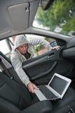 Rubare un computer portatile Fotografia Stock