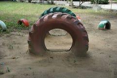 Rubber cirklar på lekplatsen Royaltyfri Bild