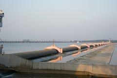 Rubber dammen op de Rivier Yangtze royalty-vrije stock afbeeldingen