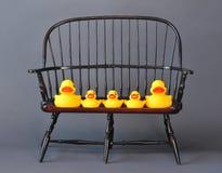 Rubber eenden op stoel Royalty-vrije Stock Fotografie