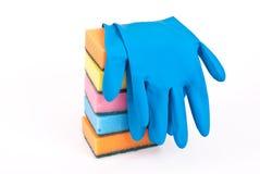 Rubber handschoenen en keuken stock afbeelding