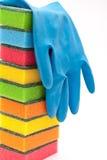 Rubber handschoenen en keukensponsen royalty-vrije stock foto