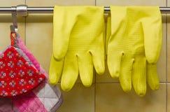 Rubber handskar och krukahållare Royaltyfri Fotografi