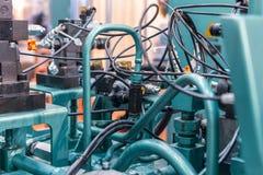 Rubber hydraulische die slangen, met industrieel materiaal worden verbonden royalty-vrije stock afbeelding