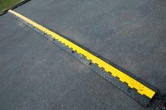 Rubber kabelbeskyddande för den Rubber hastighetsbulan Arkivfoto