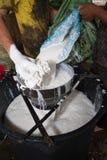 Rubber latexprocess för att producera det Rubber arket Arkivbilder