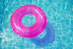 Rubber ring in het zwembad Stock Afbeelding