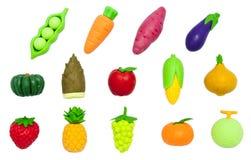 Rubber-speelgoedvruchten en Groenten op Wit worden geïsoleerd dat royalty-vrije stock afbeeldingen