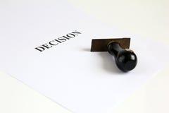 Rubberdiezegel voor besluit wordt geplaatst Stock Afbeeldingen